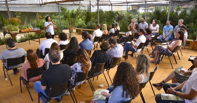 A Cerimônia foi realizada no Palco Principal do Parque dos Aromas Viveiros Trópica, dentro da própria estufa de plantas ornamentais e causa aos convidados visão direta do espaço interno e externo do viveiro.
